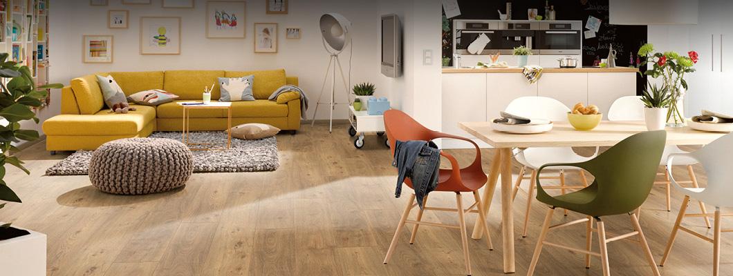 Een kurkvloer in de woonkamer is bijzonder warm en gezellig.