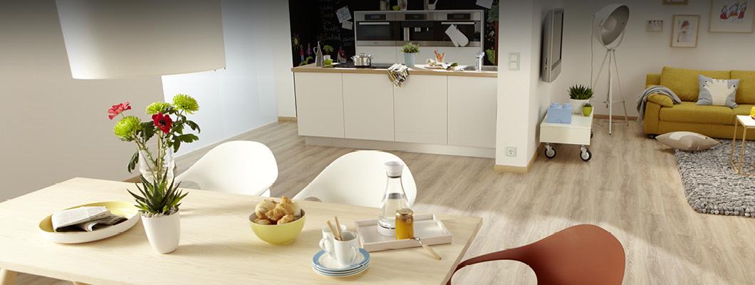 Для кухонь и других помещений с повышенной влажностью используйте наше ламинированное напольное покрытие Aqua+.