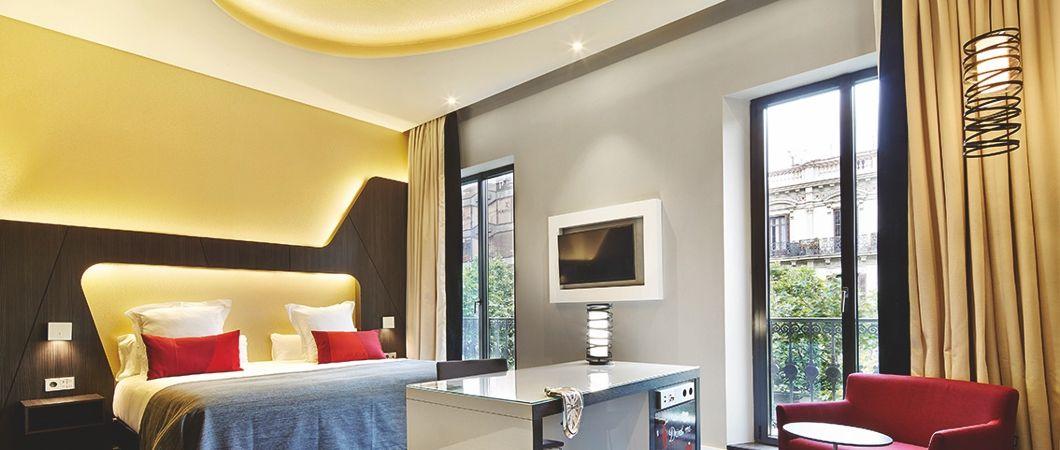 Очень сильный контраст достигается при использовании декоров H3058 для оформления стены и W1000 в дизайне мебели
