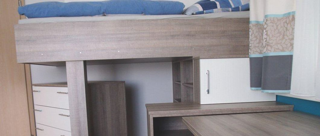 Ein Hochbett als Stauraum-Wunder