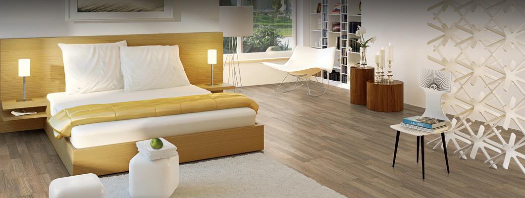 Korková laminátová podlaha v ložnici je vždy teplá a příjemná.