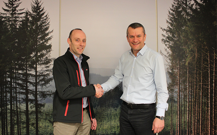 Mike Yerbury (FICFor) and Bernd Steinlechner (Division Director Finance/Administration)