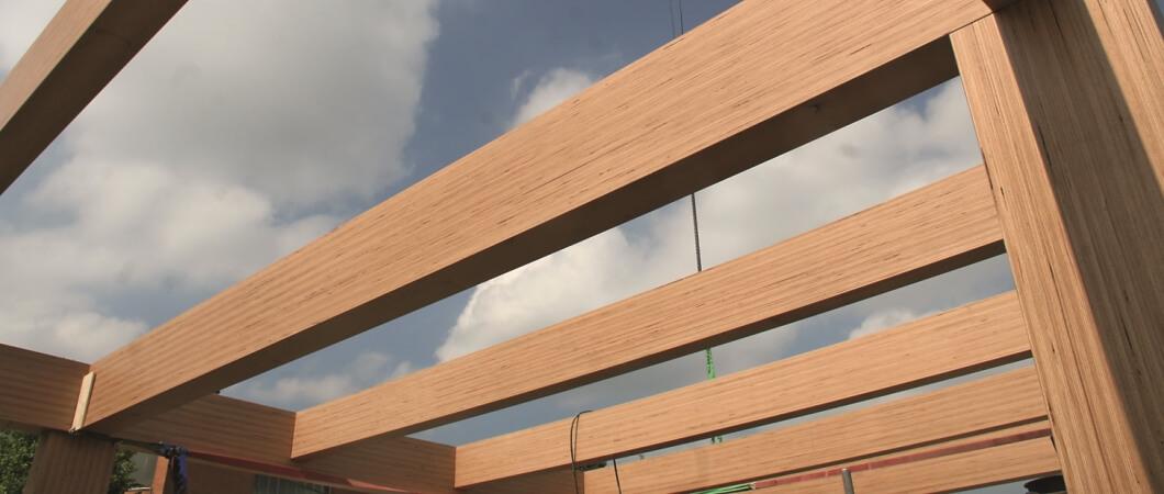 Каркас здания был возведен из бруса из клееного шпона из древесины бука.