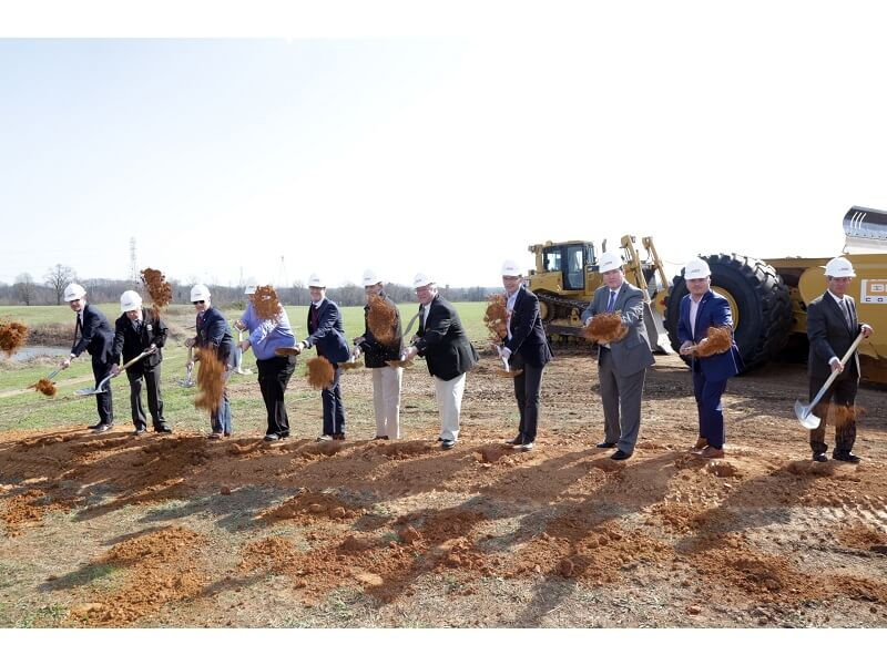 The EGGER project team and members of the Davidson County community gather to celebrate the groundbreaking of EGGER's U.S. Corporate Office Building.