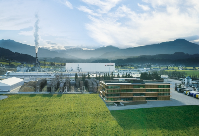 The EGGER plant at the headquarters in St. Johann in Tirol (AT).