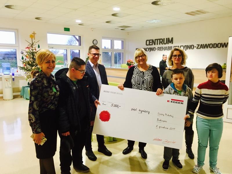"""Symbolic handover of the donation to """"Polskie Stowarzyszenie Na Rzecz Osób z Niepełnosprawnością Intelektualną"""" in our new plant location in Biskupiec, Poland."""