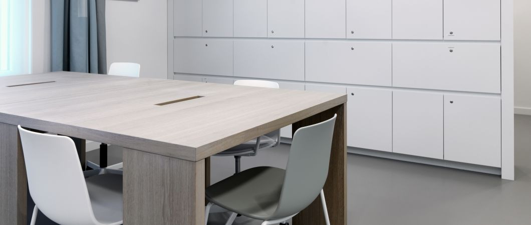 Hygienic, but not sterile: The white hue of W1001 combines with wood.