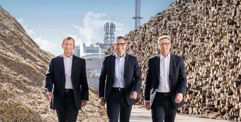 Руководство Группы ЭГГЕР в лице Вальтера Шигля, Томаса Ляйссинга и Ульриха Бюлера (слева направо) сообщило о стабильных результатах по итогам финансового года и больших планах на будущее.