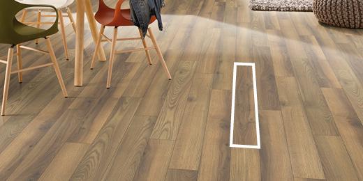 Wąskie deski podłogowe szczególnie dobrze sprawdzają się na małych przestrzeniach.