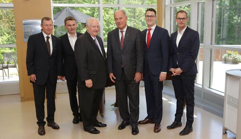 Oficjalne spotkanie z gubernatorem Karoliny Północnej, Royem Cooperem i przedstawicielami władz lokalnych.