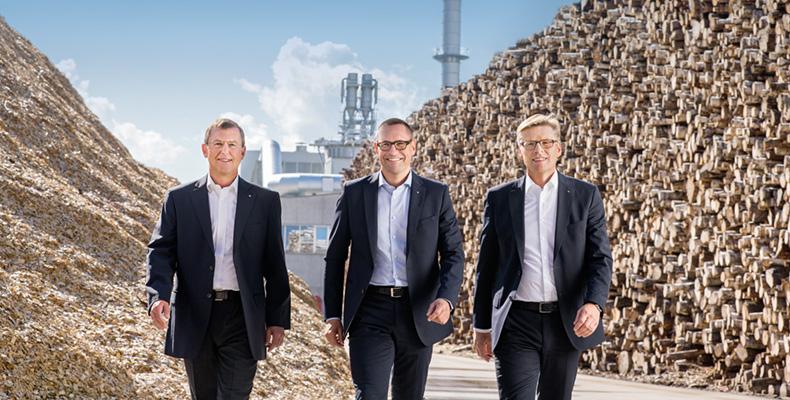 爱格集团管理层(从左至右):集团生产/技术总监Walter Schiegl先生, 集团财务/行政/物流总监兼集团发言人Thomas Leissing先生, 集团销售/市场营销总监Ulrich Bühler先生公布爱格上一财年的数据以及未来的发展计划。