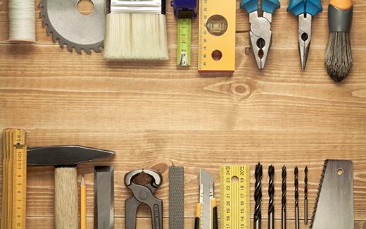 Pomembno orodje in dodatki za polaganje podov