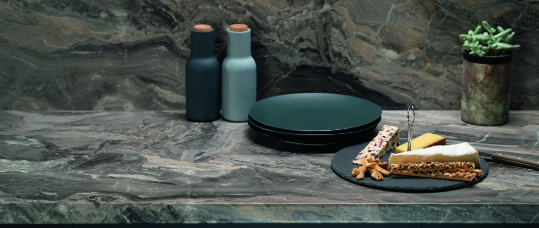 EGGER F093 Cipollino Marble combined with matte accessories
