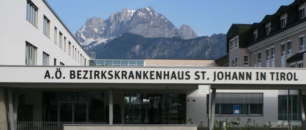 A főbejárat felújítása megújult külsőt kölcsönöz a központi kórháznak