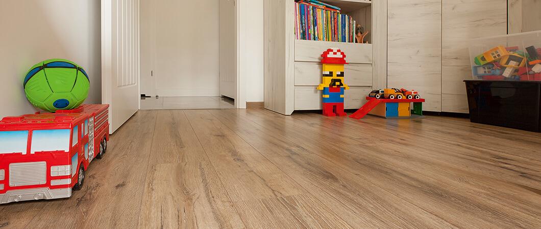 Grâce à sa résistance à l'usure, ce sol est idéal dans la chambre des enfants.