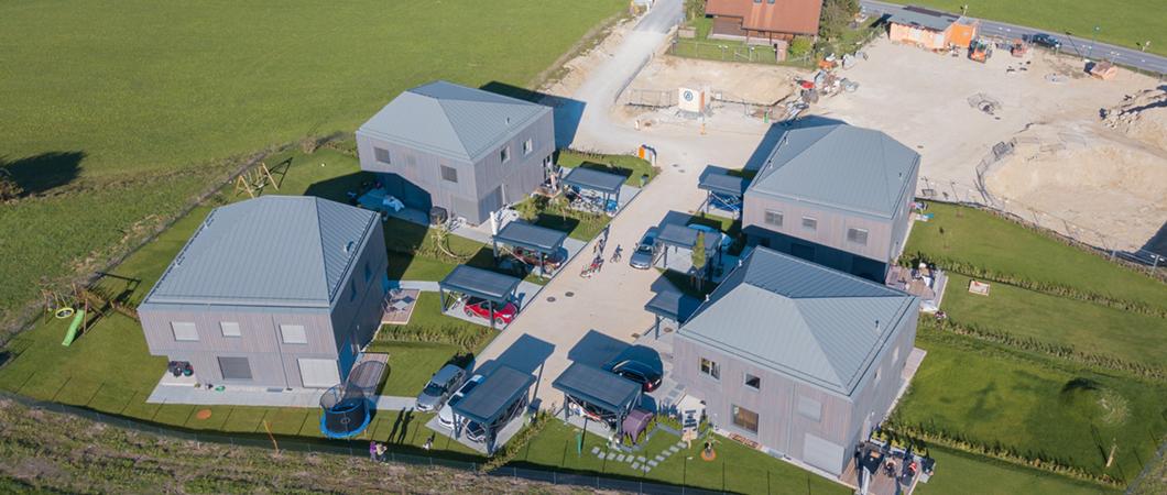 Вид на жилые дома с высоты птичьего полета.
