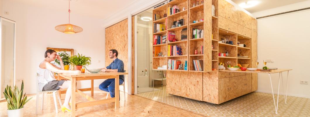 Дизайн-идея использования плит ОСП в интерьере квартиры находит свое отражение даже при оформлении пола. © Javier de Paz García