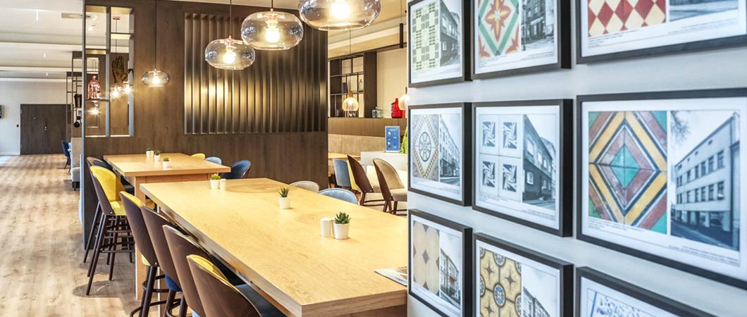 Декор H1387 ST10, который был использован для оформления полки, также замечательно вписывается в интерьер ресторана.