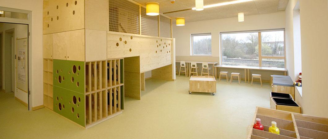 Het interieur met hout zorgt voor een ichte en gezellige sfeer.