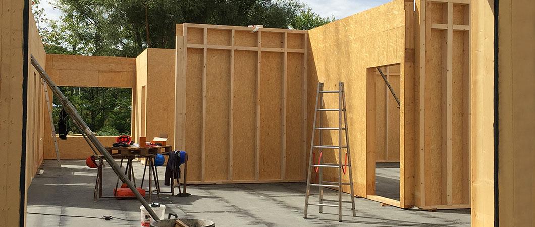 Er werden 1.000 kubieke meter hout und 7.500 vierkante meter plaatmateriaal uit hout verwerkt.