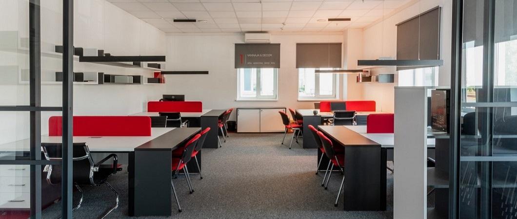 Плиты Эггер использованы для изготовления мебели и оформления стен в коворкинговом центре.