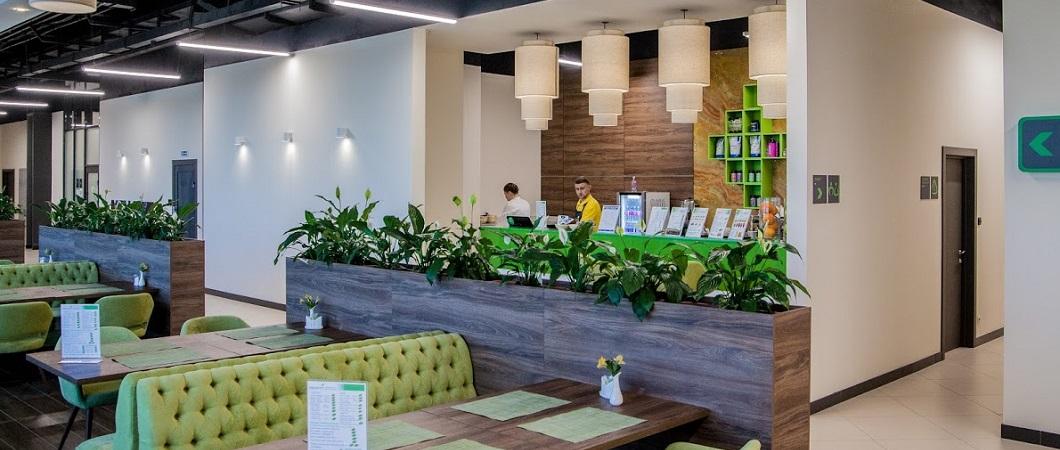 Для оформления фитнес-центра  использовали сдержанные натуральные оттенки и зеленый цвет.