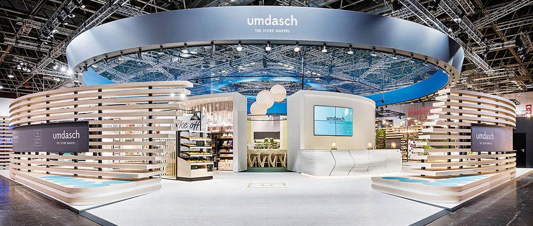 Umdasch's exhibition stand at the EuroShop in Düsseldorf is impressive for its openness. © umdasch