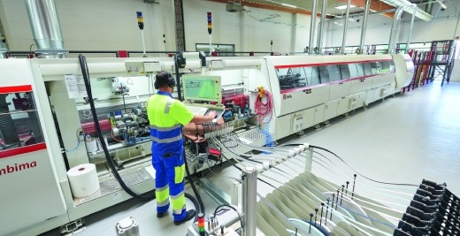 Im Fokus stehen vollautomatische und verkettete Produktionsprozesse sowie stets gleichbleibend hohe Qualität.