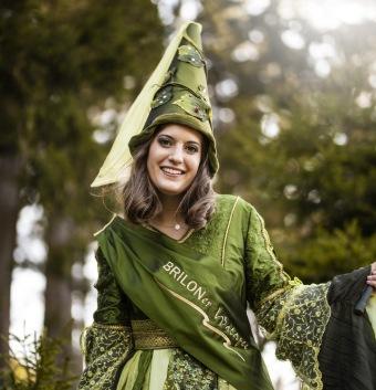 Die EGGER Auszubildende Zoe Tilly ist die 17. Briloner Waldfee.