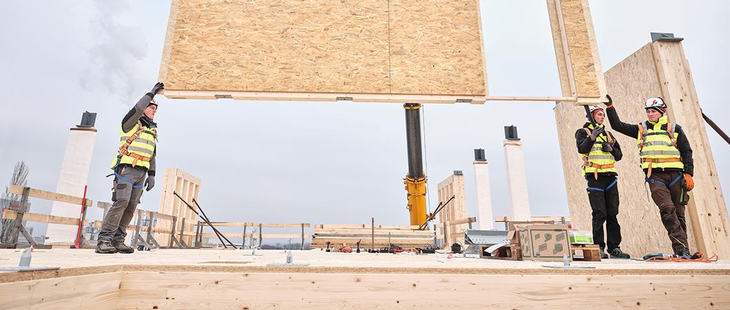 Plăcile OSB 4 TOP servesc drept strat etanș la aer și ca barieră de vapori și au și o funcție de rigidizare.