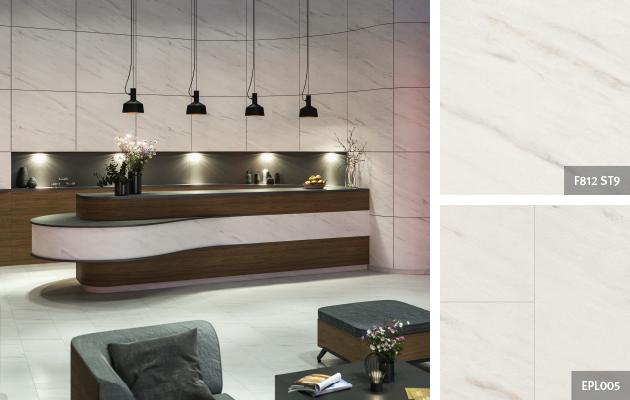 Décors coordonnés du hall d'hôtel: Marbre Levanto blanc. Façade du comptoir de réception et mur en arrière-plan: Stratifié | Revêtement de sol: Sol Stratifié Aqua+