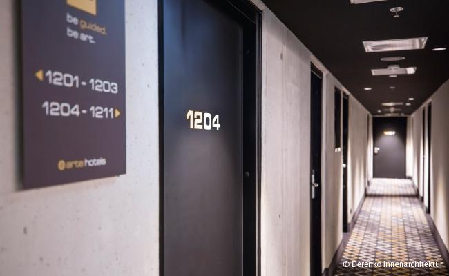 Lamináty ve formátech přizpůsobeným velikosti dveří.
