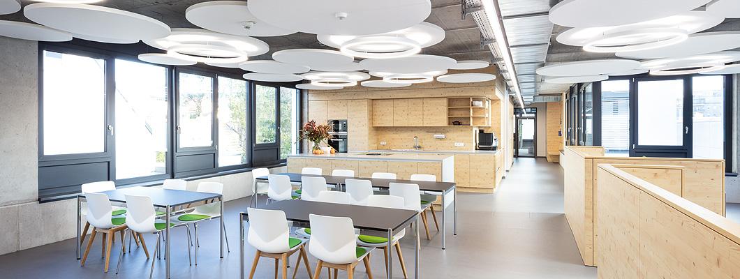 Eurodekor Flammex, Trennwände und Küche im allgemeinen Aufenthaltsbereich, Bürogebäude